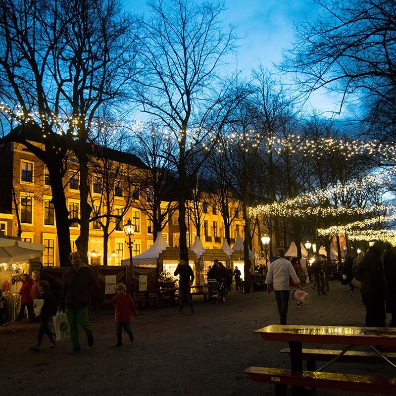 Beautiful lit up Christmas market in the Hague along Lange Voorhout. This beautiful Dutch Christmas market is one of the best in the Netherlands! #travel #netherlands #christmas #kerst #holland