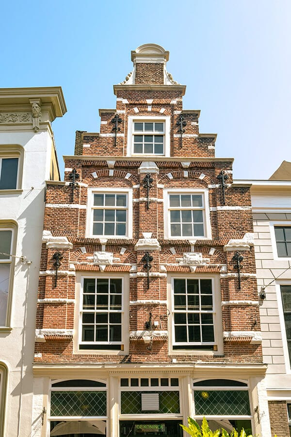 Beautiful Dutch house in Dordrecht, one of the most beautiful cities in the Netherlands and the perfect day trip in Holland! #travel #holland #nederland #netherlands