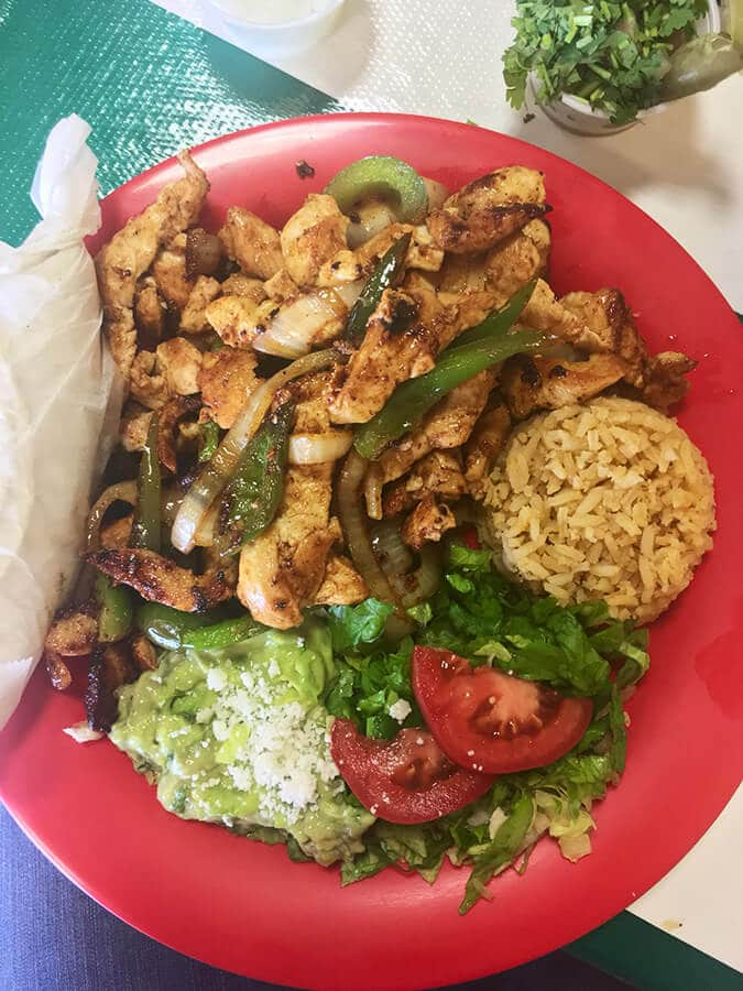 Delicious Fajitas in Houston, Texas. This iconic Houstonian food is one thing that you must try in Houston! #travel #food #houston #texas #texmex