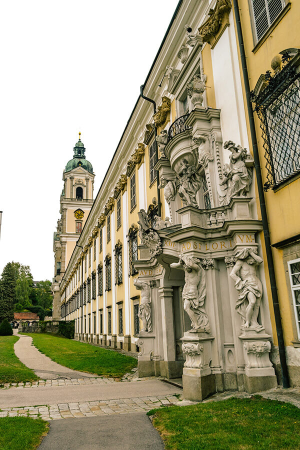 Beautiful baroque entrance of Stift St. Florian, one of the most beautiful monasteries in Austria. #travel #austria