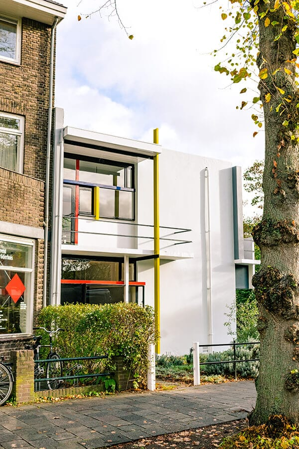 The stunning exterior of the UNESCO protected Rietveld Schröderhuis in Utrecht, the Netherlands.  This house is the symbol of De Stijl, an Dutch architecture and design revolution! #travel #netherlands #design #architecture #interiordesign