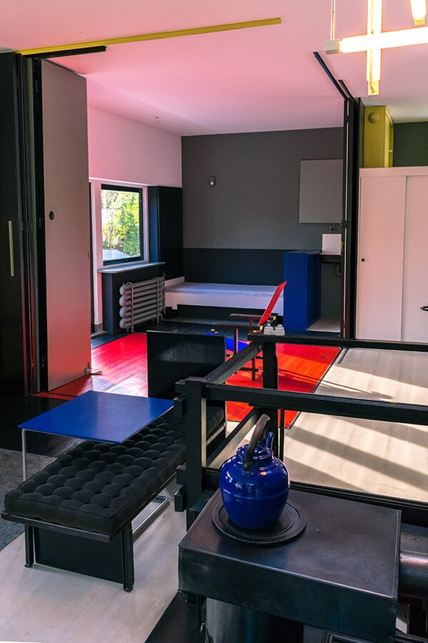 The beautiful 1st floor within the interior of the rietveld schröderhuis, one of the architectural icons of de stijl.  This beautiful house is a must-see for architectural lovers in the Netherlands! #architecture #destijl #interiordesign #design