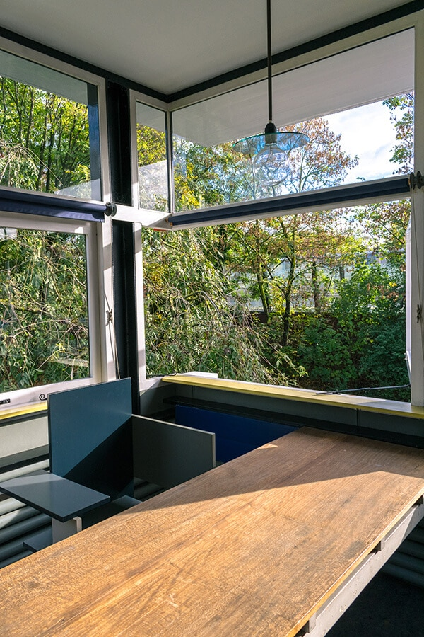 Window open on the second floor of the interior of the Schroder house, showing how the outside comes inside within the rietveld schröderhuis! #interiordesign #destijl