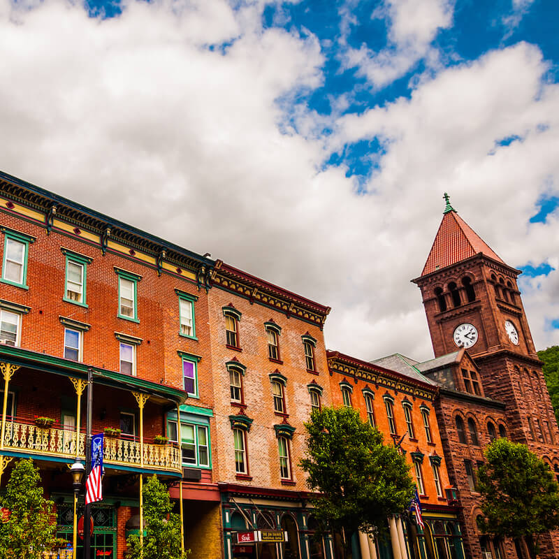 Jim Thorpe is a beautiful town in Lehigh Valley full of gorgeous Victorian architecture. This gorgeous town in Pennsylvania is a great trip from Philly! #Pennsylvania #travel #Philly