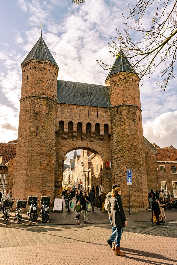 The beautiful Kamperbinnenpoort in Amersfoort, one of the medieval gates to this beautiful Dutch city just thirty minutes from Amsterdam! #amsterdam #netherlands #nederland #travel #amersfoort