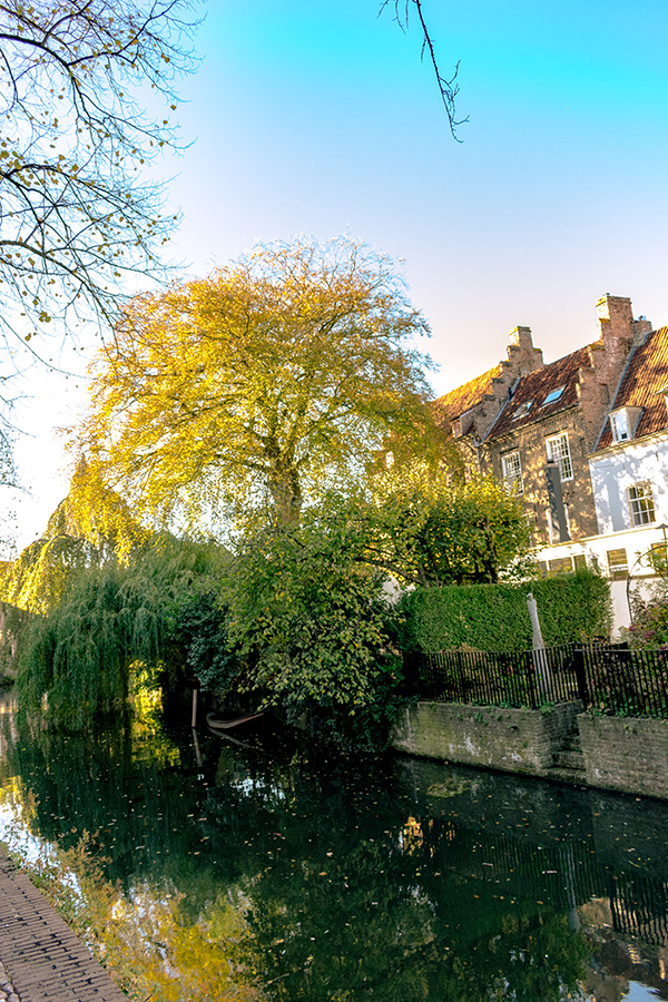 A beautiful canal in Amersfoort, a beautiful day trip from Amsterdam.  #amsterdam #netherlands #nederland #utrecht