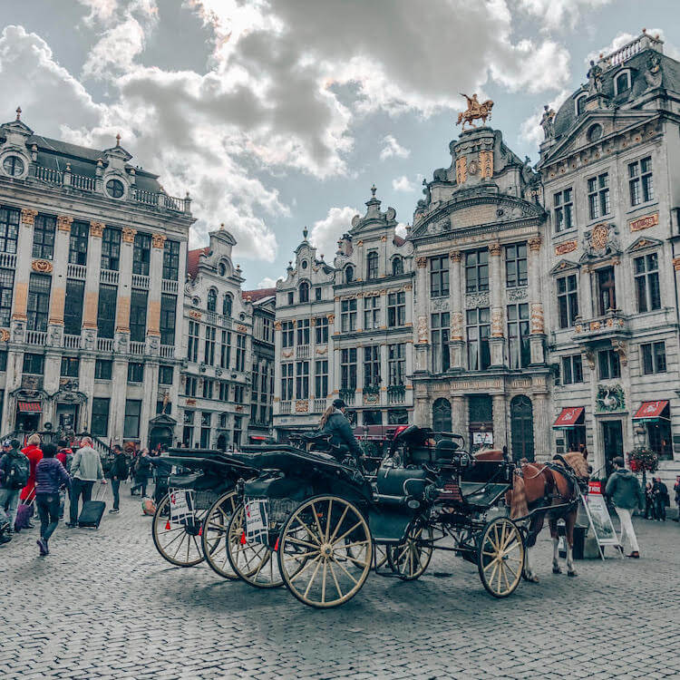 Beautiful scene in Grote Markt in Brussels, belgium. This beautiful square in Brussels is a must-see! #brussels #belgium #travel #europe