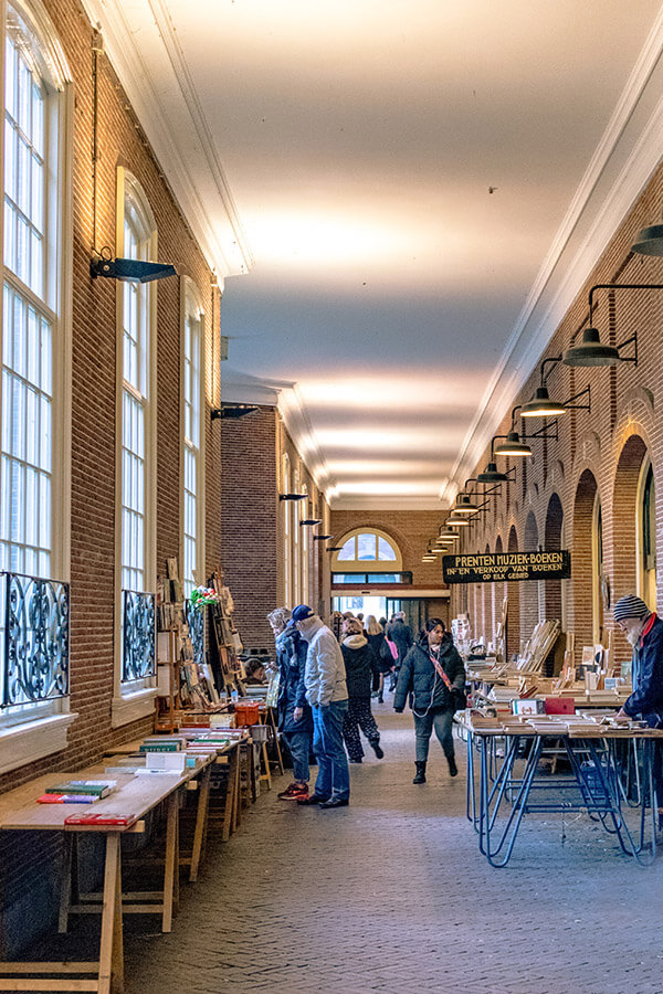 This secret book market in Amsterdam is hidden down a beautiful street that you won't want to miss on your weekend trip to Amsterdam! #travel #amsterdam #holland #netherlands