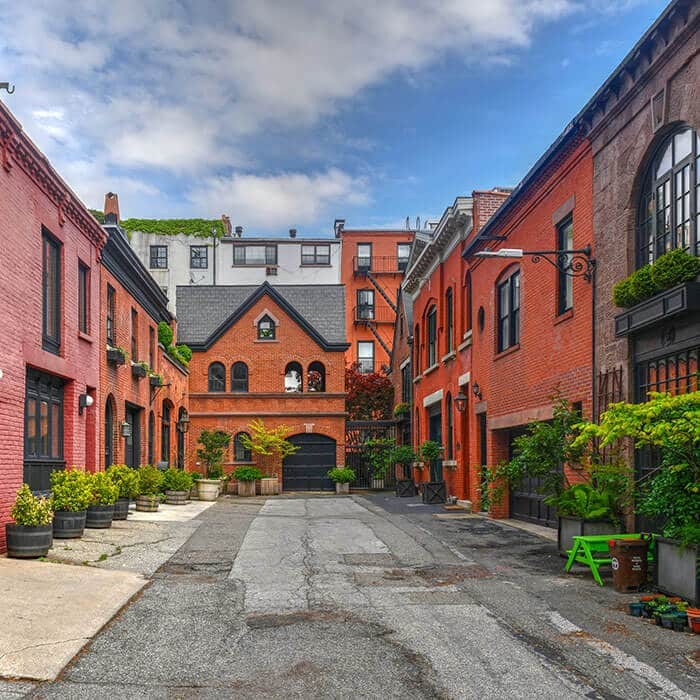 Get a glimpse of secret New York City in Grace Court. This former parking lot/stable is one of the best secret places to visit in Brooklyn! #travel #NYC #NewYork