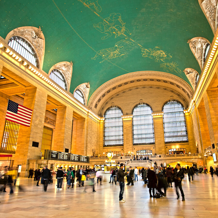 Grand Central Terminal, een van de beste gratis attracties om te bezoeken in New York City, die je moet meenemen tijdens je eerste bezoek aan New York! #NewYork #NYC #travel