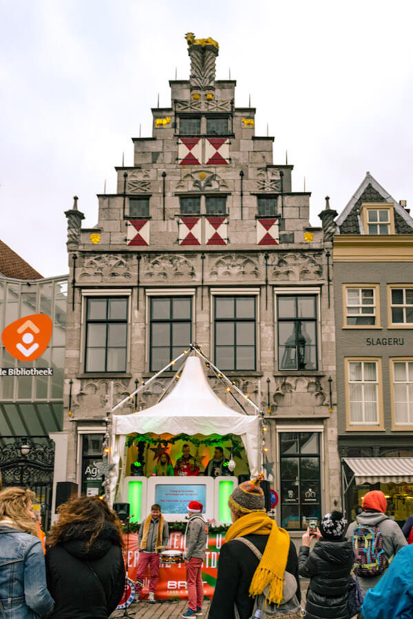 DJ playing music in front of Rijksmonument building in Dordrecht during the Dordrecht Kerstmarkt #dordrecht #holland #kerst #netherlands #travel