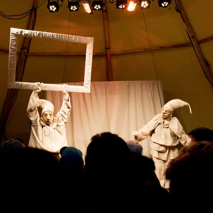 Middleage-esque performers puttong on a performance during the Dordrecht Christmas Market