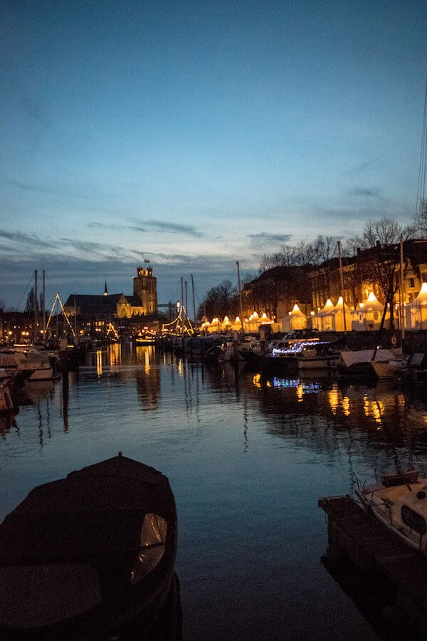 Beautiful scene around the Dordrecht Christmas Market at night. This Christmas market in Holland is pure magic! #travel #holland #kerst #netherlands