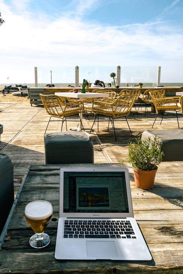 The digital nomad dream: a beer and a laptop with a view of the beach... Is life really this careless as a digital nomad? #digitalnomad