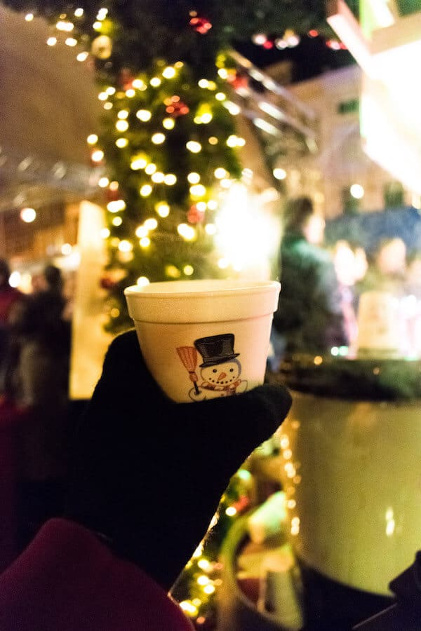 Gluhwein at the Leiden floating Christmas Market.  This beautiful Christmas market floats in the middle of the canals of Leiden! #travel #leiden #kerst #holland #netherlands