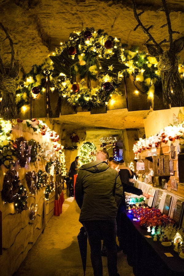 Beautiful decorated passage in the Gemeentegrot Christmas Market in Valkenburg, the Netherlands. This unique Christmas market in the Netherlands takes place underground! #travel #netherlands #kerst #christmas #limburg #valkenburg