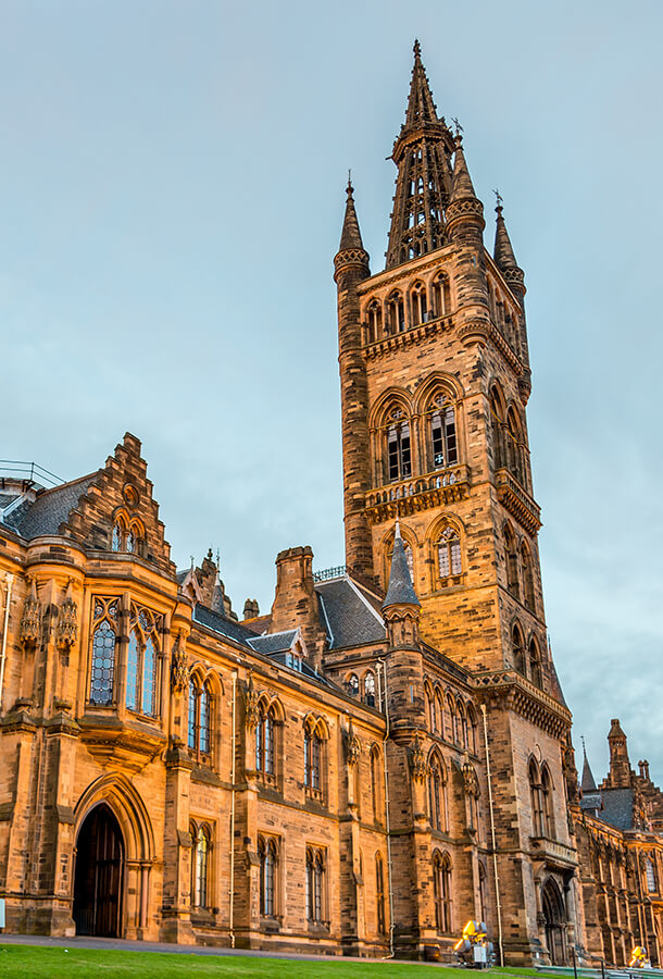University of Glasgow in Glasgow, Scotland. You need to see the West End neighborhood in Glasgow! #travel #scotland #glasgow #UK