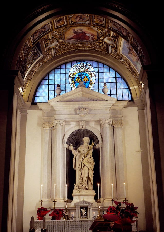 Santa Bibiana Church, a church along this off the beaten path walking tour in Rome, Italy. #rome #Italy #travel