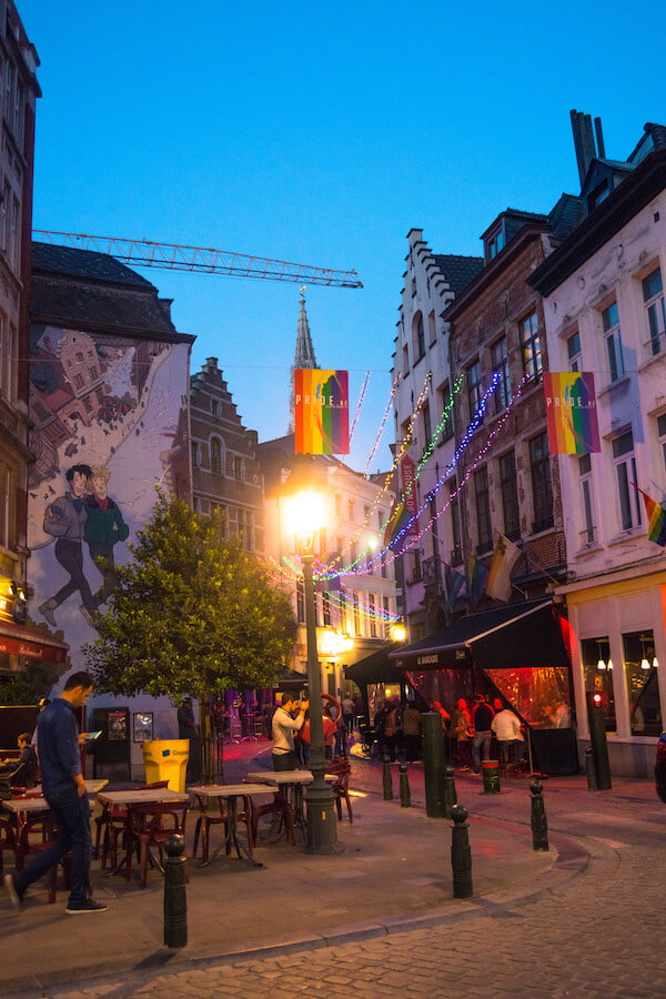 Brussels lit up at night with a comic street art mural.  As you explore Brussels over a weekend, you'll find a lot of beautiful murals showing off Belgium's most famous comics! #travel #brussels #bruxelles #belgium #europe #streetart