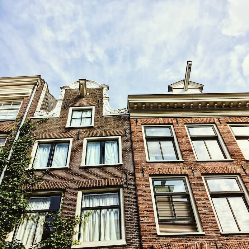 Beautiful houses in Amsterdam. Read how to find a flat to rent in the Netherlands when moving to the Netherlands!