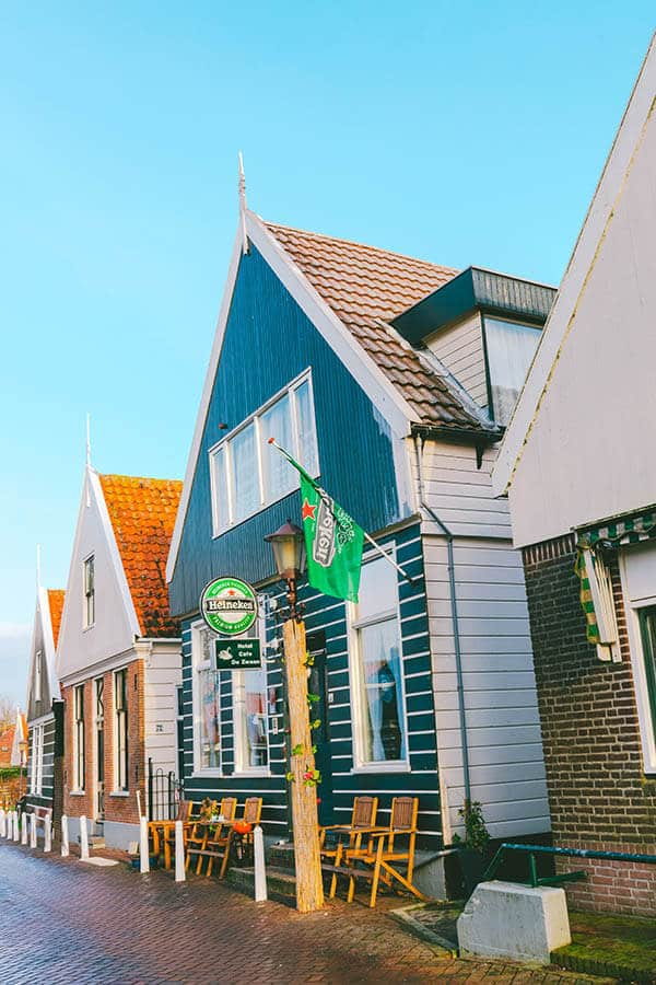 A picturesque house in Ransdorp, a cute village in Amsterdam worth visiting! #amsterdam #holland #travel