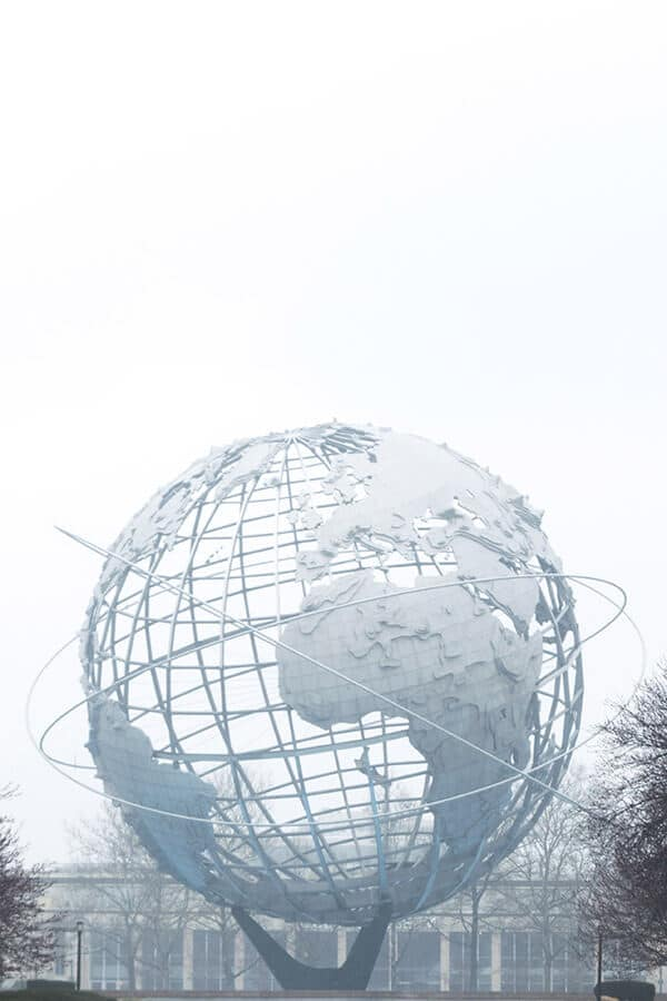 The Unisphere is one of the symbols of New York City and a great photospot! This giant globe can be found in Queens close to LaGuardia airport. #travel #NYC #NewYork #NewYorkCity #Queens