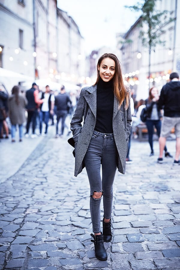 Stylish European girl in jeans and a chic jacket dressed in European fashion. Read how to dress like a European! #travel #europe #fashion #style #paris