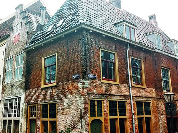 Exterior of the Leiden American Pilgrim Museum in the Netherlands, one of the best places to learn about the life of the Pilgrims in the Netherlands! #travel #history
