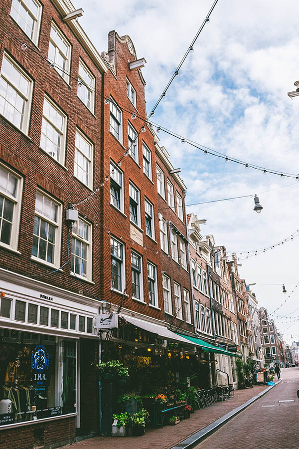 Street view of a street within the Nine Streets neighborhood of Amsterdam, one of the best places to shop in Amsterdam at boutiques! #amsterdam #holland #netherlands #nederland
