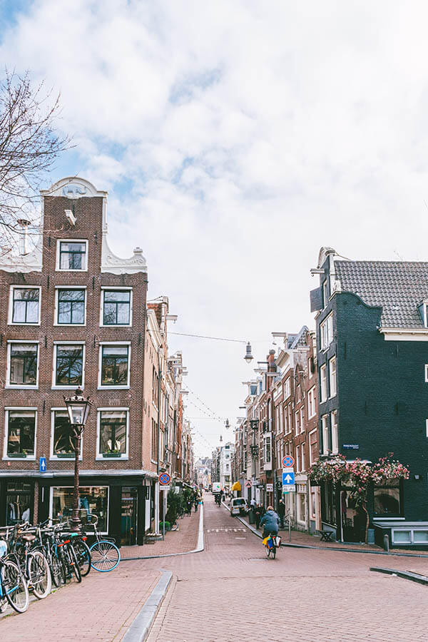View of the entrance to the 9 Straatjes (Nine Little Streets) neighborhood of Amsterdam, one of the best areas to shop in amsterdam like a local! #amsterdam #netherlands #nederland #holland #shopping