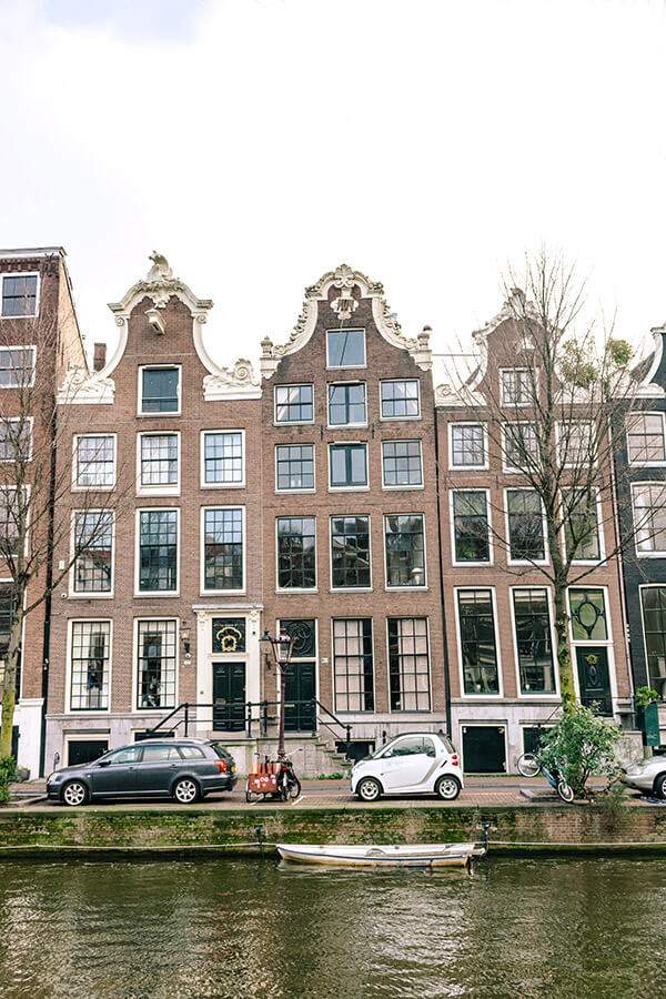 Beautiful Amsterdam canal houses. Looking for the perfect itinerary for two days in Amsterdam? Read this itinerary for the perfect weekend in Amsterdam written by a former resident! #travel #amsterdam #holland #netherlands #nederland #canals