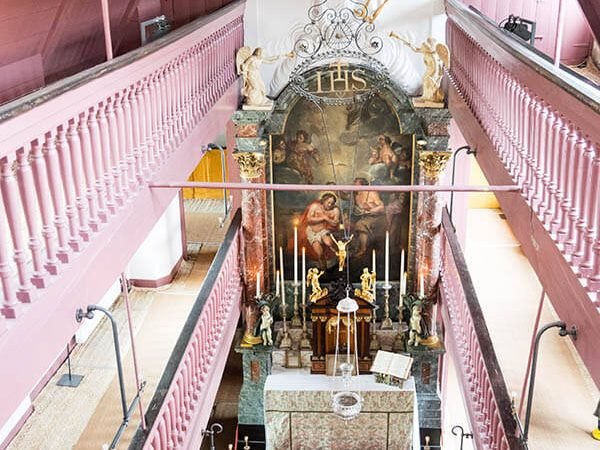 View of Our Lord in the Attic, a hidden church in Amsterdam that you must see! This small museum in Amsterdam is a must for history lovers! #amsterdam #holland #travel #netherlands #nederland #kerk
