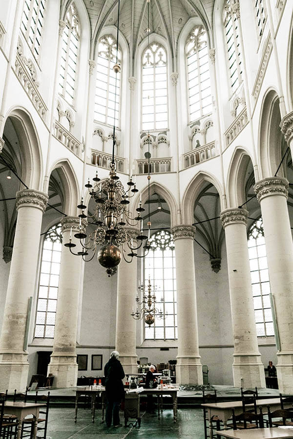 Beautiful interior of the Hooglandse Kerk in Leiden, one of Leiden's most beautiful churches to visit! #leiden #holland #kerk #nederland