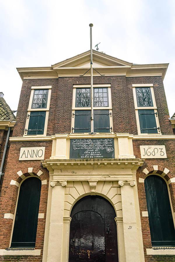 The hofje where John Robinson, a Pilgrim Father, lived in Leiden! #travel #leiden #netherlands #holland #nederland #hofje