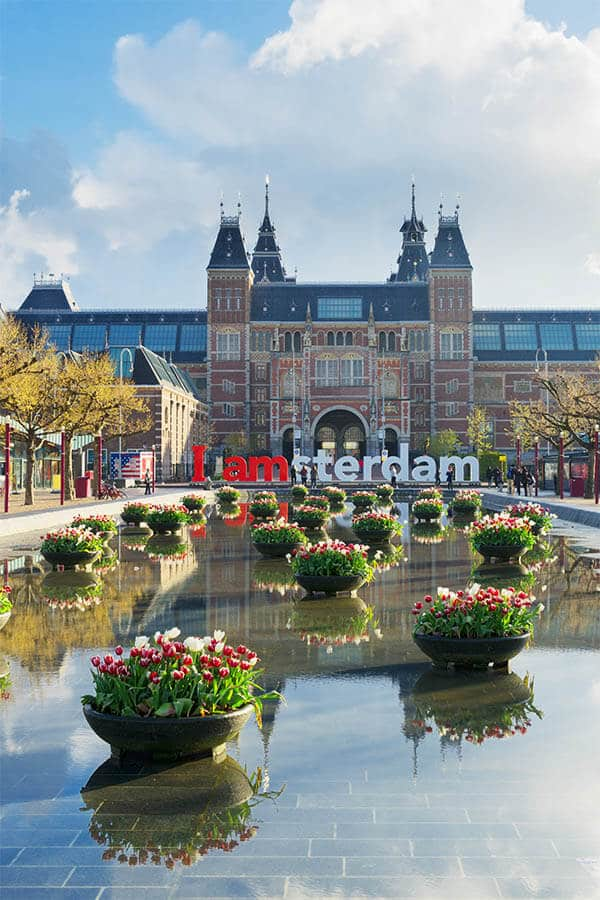 Beautiful view of the Rijksmuseum, one of the museums that you should visit during a weekend in Amsterdam!
