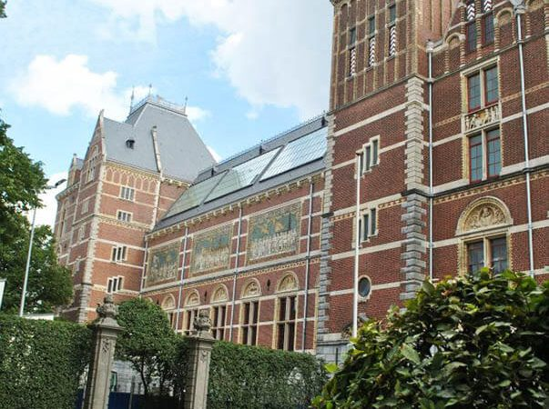 Exterior of the Rijksmuseum in Amsterdam, one of the best places to see Rembrandt's artwork on display!