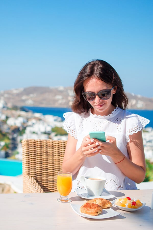 Girl using free WiFi in Europe using helpful tips for WiFi abroad! #travel #europe