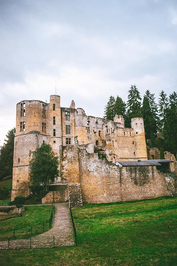 Beaufort Castle is one of Luxembourg's most impressive castles that you can see during a weekend in Luxembourg. #luxembourg #castles