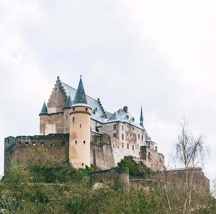 The beautiful fairytale Vianden Castle in Luxembourg, which you can't miss during a weekend in Luxembourg! #travel #castle #Luxembourg