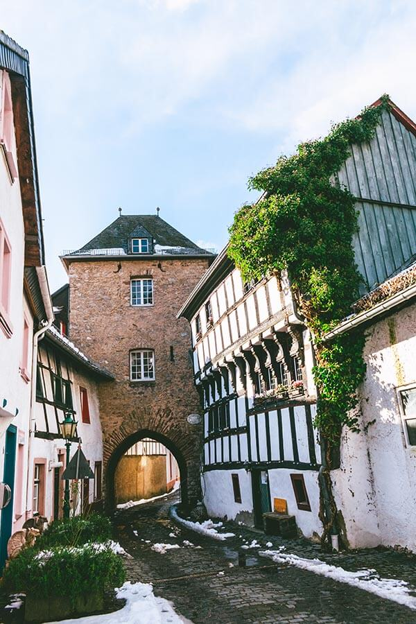 Shepard's Tower (Hirtenturm) is a historic tower within the beautiful fairytale town of Blankenheim, Germany surrounded by half-timbered houses! #travel #germany