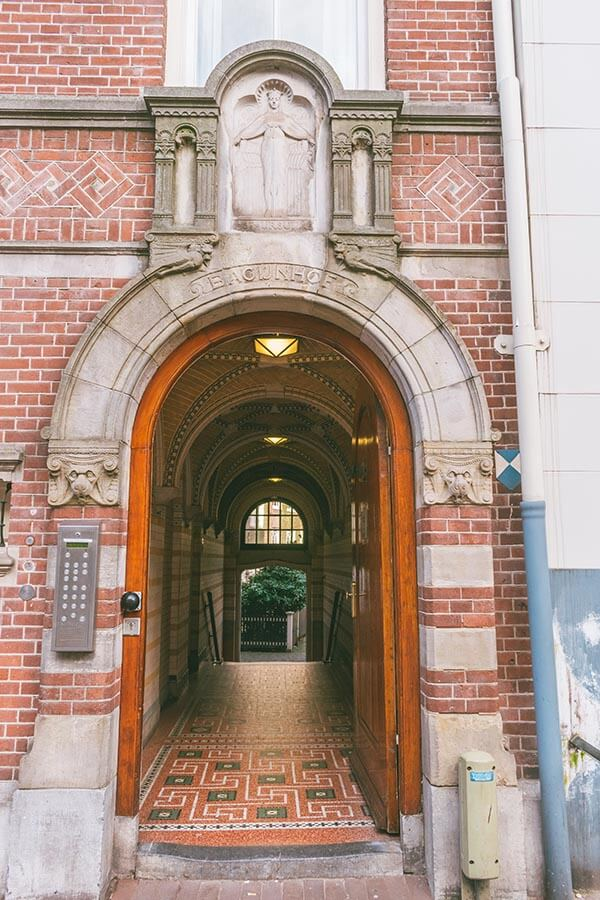 The entrance to the Begijnhof along Spui in Amsterdam