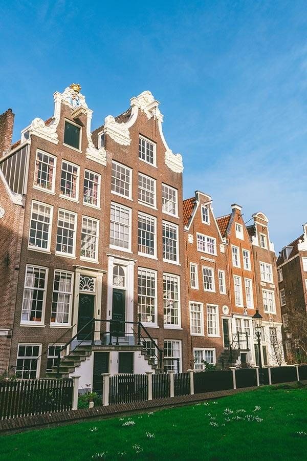 Photo of the Bagijnhof, a hidden courtyard in Amsterdam