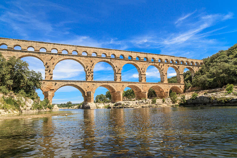 Pont de Garde, one of the most famous attractions in the South of France, is a beautiful Roman aqueduct worth seeing!